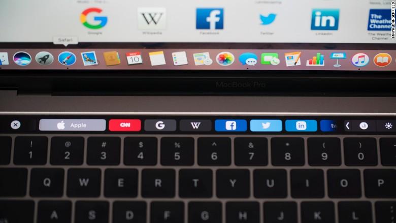 161111154121-macbook-pro-touch-bar-780x439.jpg